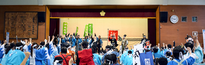 Photo: Members of the parade do a big group victory cheer at the closing ceremonies